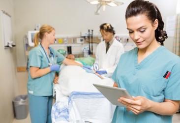 medico-e-infermiere-in-ospedale